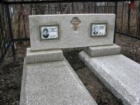 Мраморная крошка, двойник с двумя гробницами